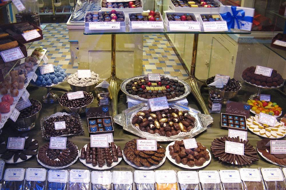 В Ле-Туке нищих русских туристов соблазняют конфетами стоимостью 10€ за 100 г