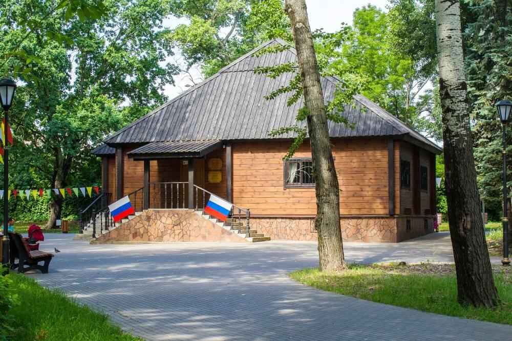 Музей воды в Путевом дворце ПетраI регулярно работал недолгое время. Потом начались споры, кому он будет принадлежать. Сейчас музей часто бывает закрыт — звоните, если туда соберетесь
