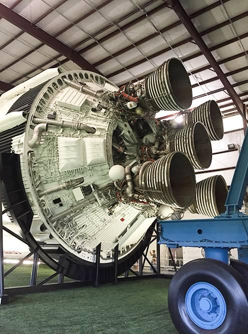 Вот такой двигатель использовали длязапуска «СатурнаV»