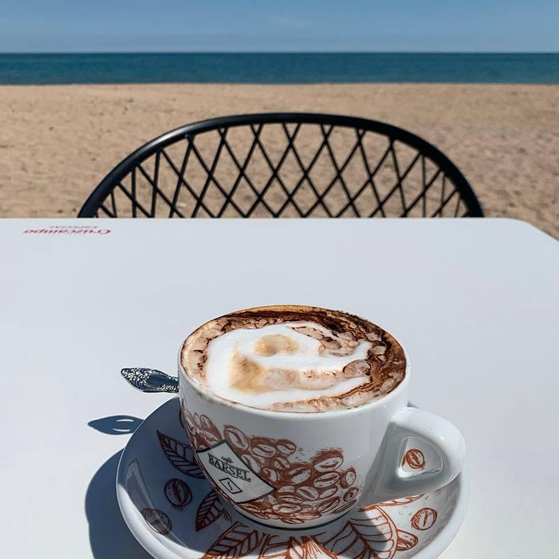 Терраса кафе у дома — как в кино проморе
