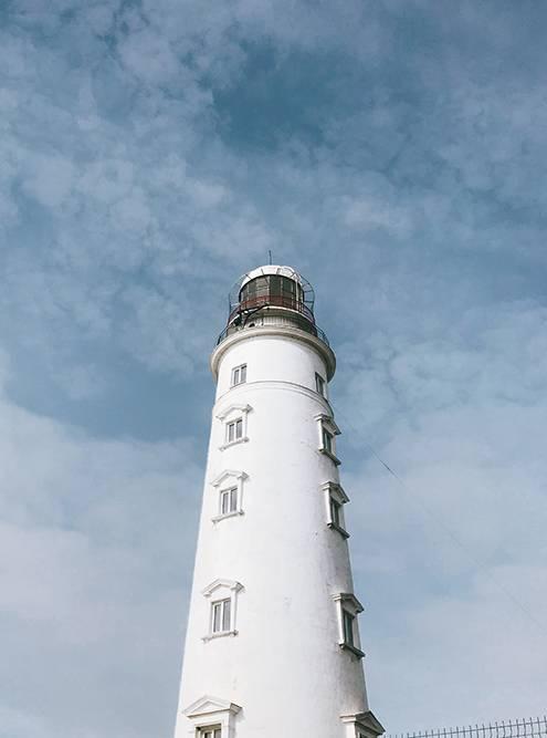 Высота маяка — 36метров