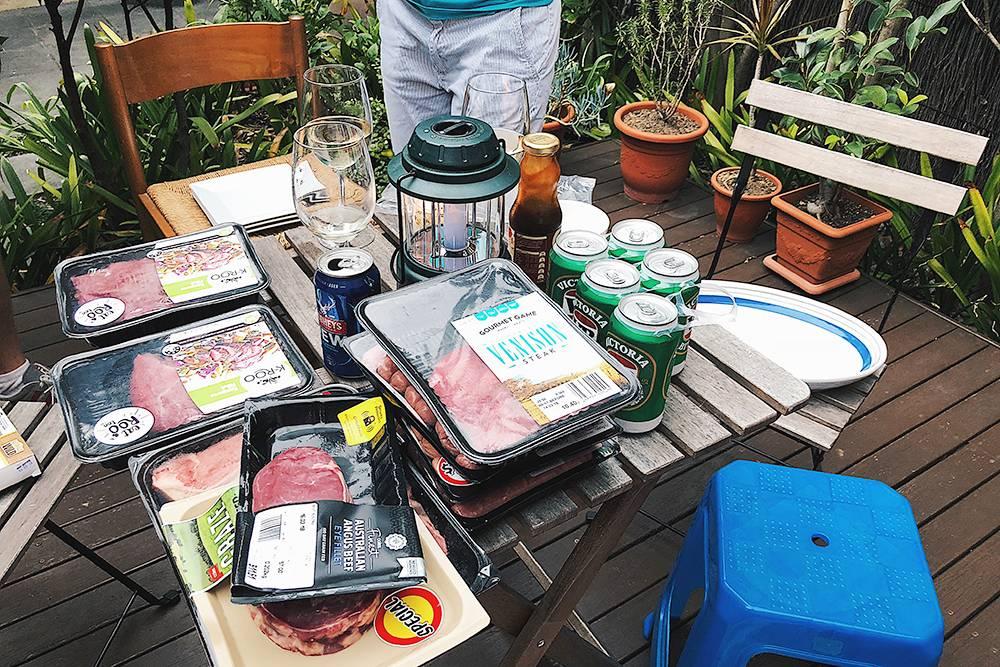 Подготовка к барбекю: 680 г стейка из кенгуру в Австралии стоят всего 230<span class=ruble>Р</span>