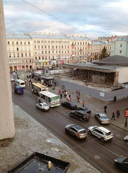 Метро «Василеостровская» мы видели из окна