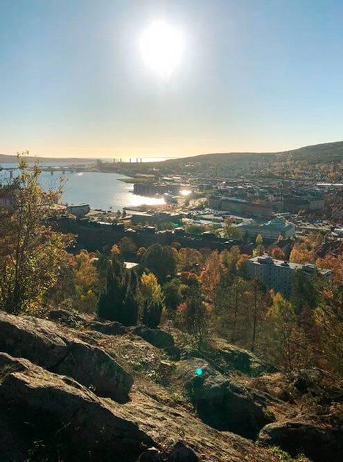 Вид на Сундсвалль с горы Норра-Бергет