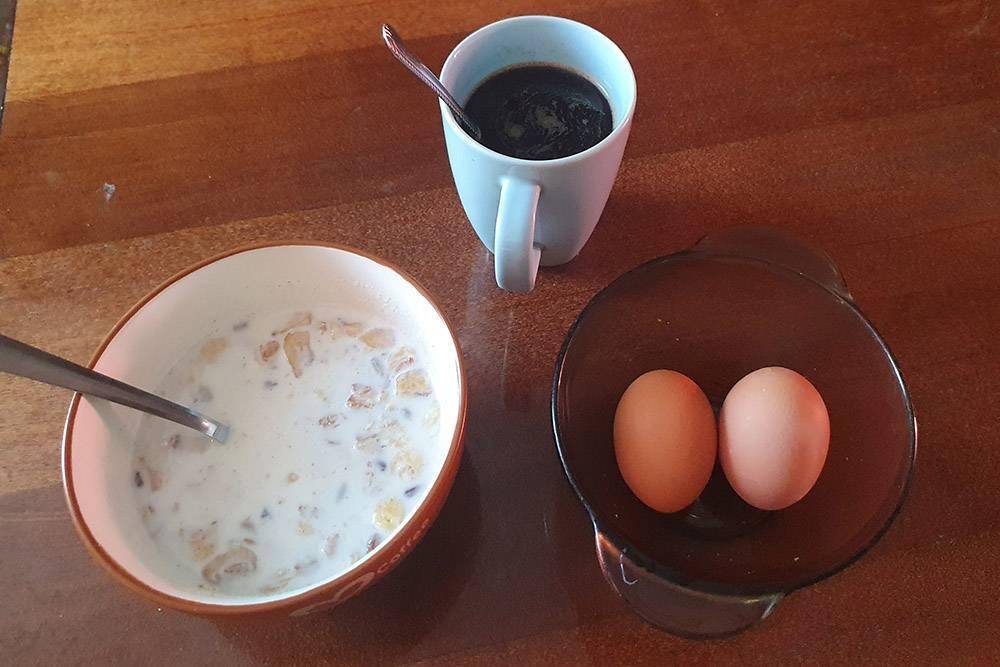 Завтрак — мюсли и яйца