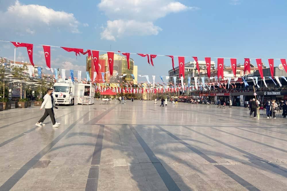 Центр города — мейдан. Такие площади можно встретить в большинстве городов Турции