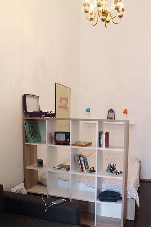 В нашей первой квартире в Тбилиси был проигрыватель и пластинки с грузинской национальной музыкой. Мы их не слушали, но это было красиво