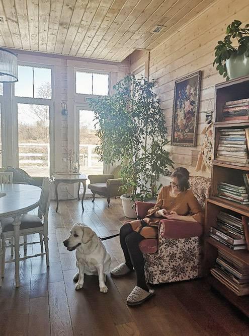 В феврале 2020года мы вместе съездили в «Болотов-дачу». В свободное от работы время мы с Марго бродили по полям, а в рабочее — сидели с коллегами на обсуждениях