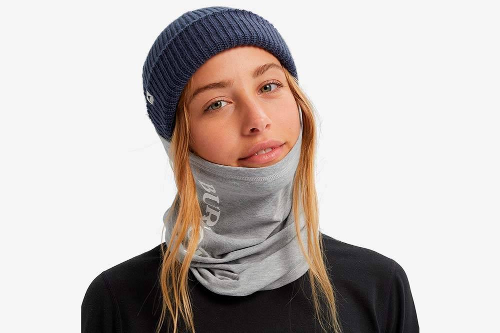 Так выглядит баф для сноубордиста. Он может закрывать только шею илизащищать ответра ивсе лицо, если натянуть его подмаску. Источник: Burton