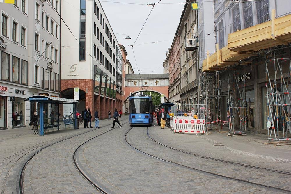 Трамвай в Мюнхене — мой любимый вид транспорта: быстро и комфортно, а остановки чаще, чем в метро