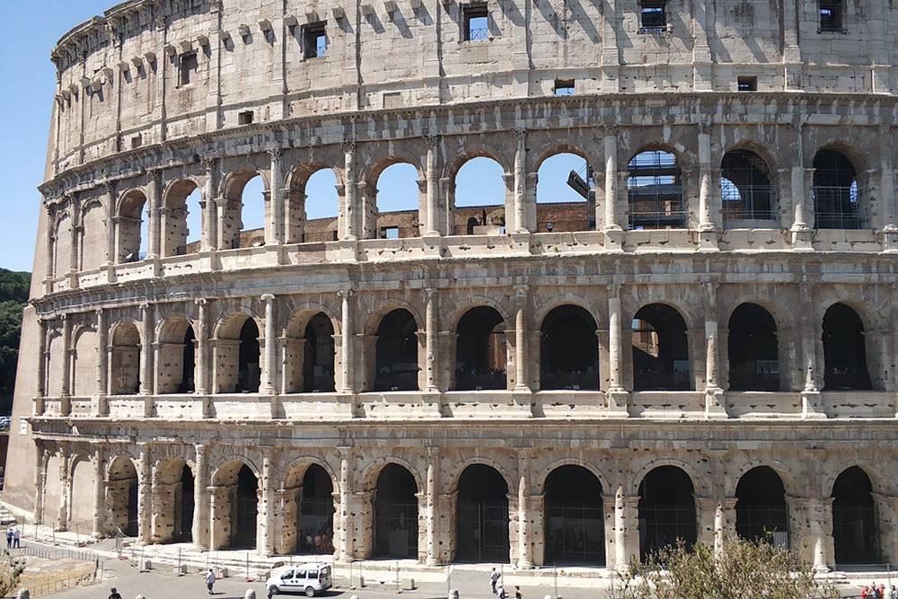 Я не купила билеты заранее, поэтому внутрь Колизея мы не попали