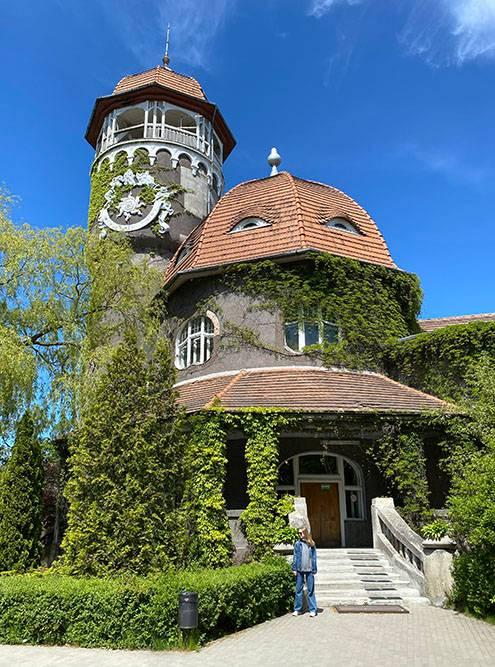 Старая водонапорная башня водолечебницы