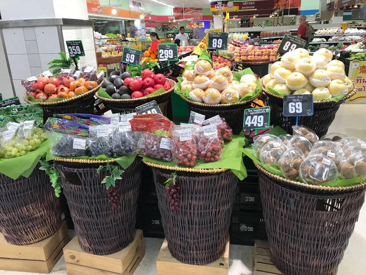 Зато фруктов и овощей много, и стоят они недорого
