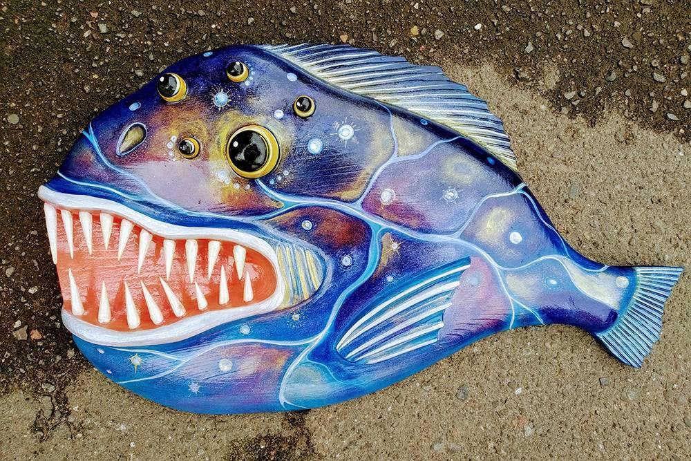 Это рыба-мутант из ограниченной серии, сделали ее дляколлег, работающих с Росатомом. Такое у них оказалось своеобразное чувство юмора