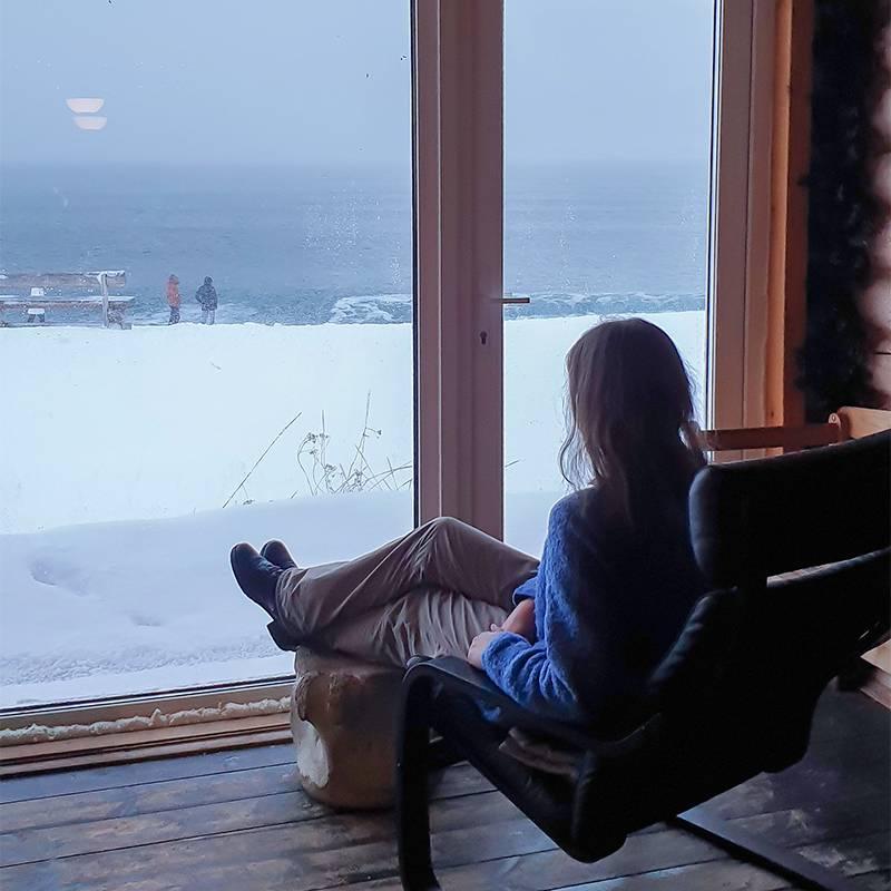 Из ресторана «Териберский берег» с панорамными окнами открывается вид на Баренцево море