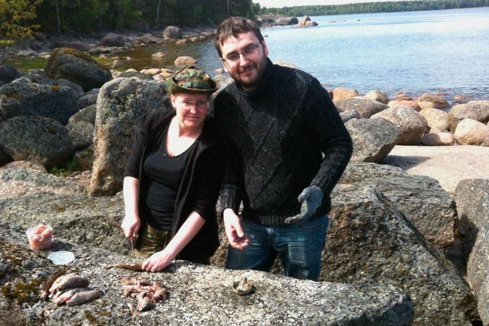 В 2015 году муж поехал со мной на природу впервые, поэтому оделся неправильно — в джинсы и свитер. И пожалел: ему было жарко и неудобно