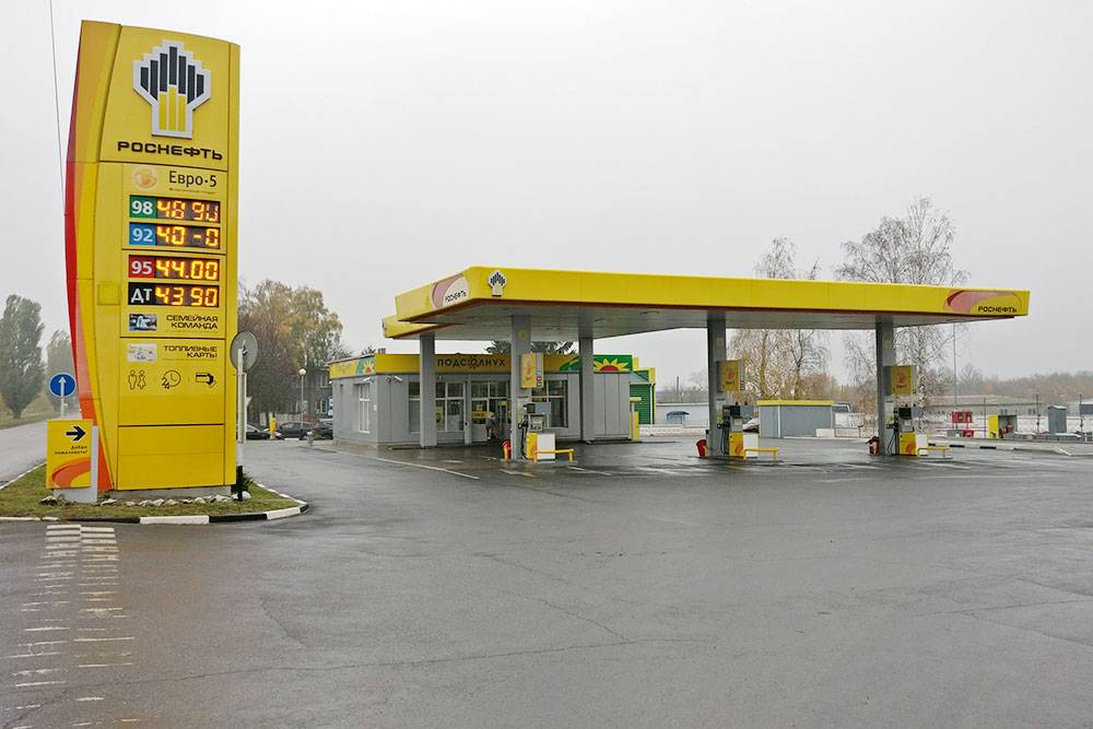АИ-92 стоит 40 рублей, АИ-95 и дизельное топливо — 44 рубля, АИ-98 — 49 рублей