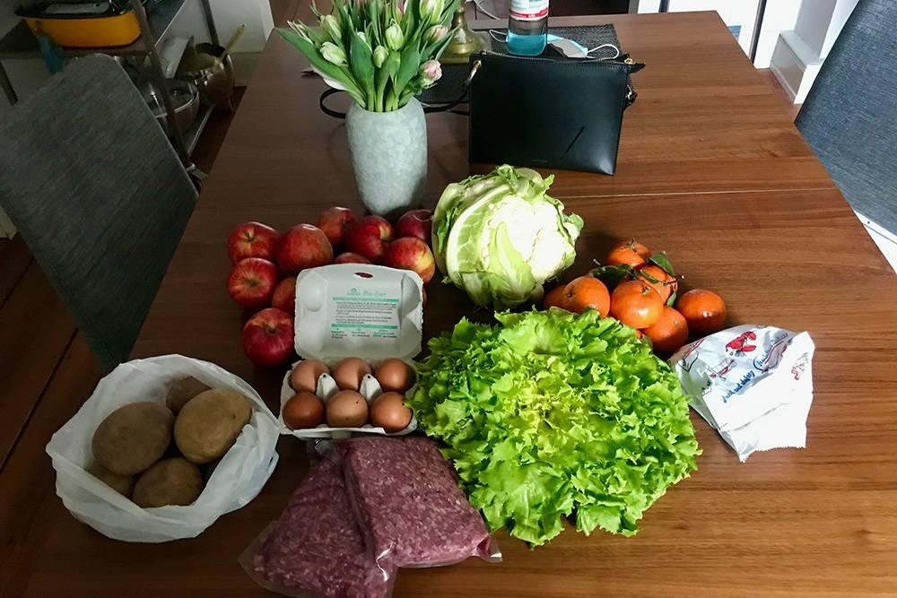 Покупаю фарш, яйца, сыр чеддер, яблоки, мандарины, цветную капусту, картошку, букет тюльпанов и эскарол — разновидность зеленого салата