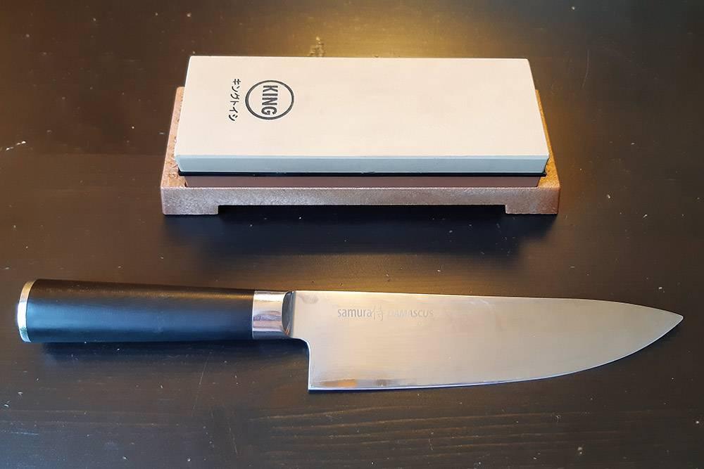 Свой шеф-нож я купила за 6000<span class=ruble>Р</span>. Камень для&nbsp;заточки заказала на «Ибэе» за 2500<span class=ruble>Р</span>