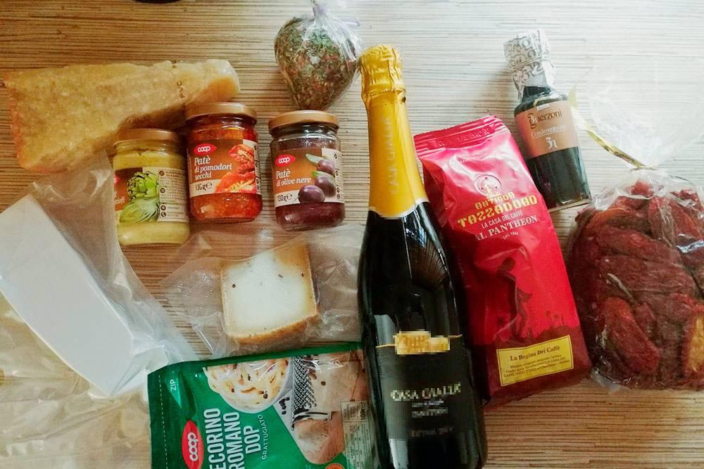 Часть того, что я привезла из Италии. Всего на подарки я потратила 90€ (6390<span class=ruble>Р</span>)