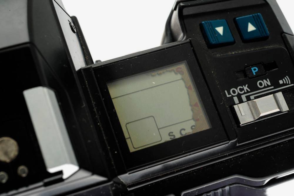 Так выглядит потекший экранчик на «Минолте» — он работает, но если проблема усугубится, придется снимать вслепую. Источник: Kameratori