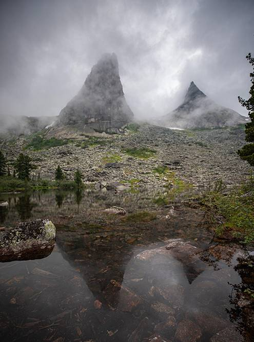 Парабола и озеро Художников. Смотрители парка огородили озеро, чтобы туристы не вытаптывали землю и природа восстановилась