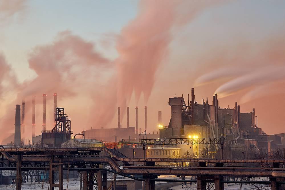 В Челябинске множество заводов, окружающих город