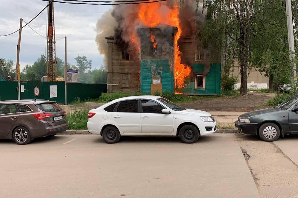 А пожарные особо не спешат, понятное дело