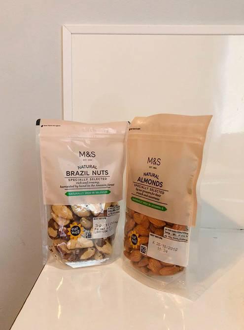 В супермаркете Marks & Spencer я покупал бразильские орехи и миндаль: 6,25 £ за 150г