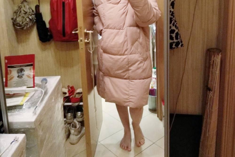 Это я в суперинстаграмной прихожей фотографируюсь длямамы и тети в новой куртке. Тетя — мой «третий родитель»