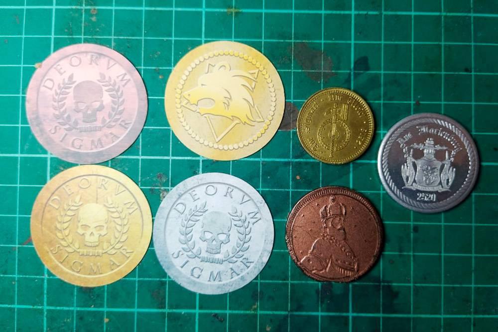 Моя маленькая коллекция игровых денег с разных игр. Сфотографировала их на самовосстанавливающемся коврике длярезки в своей рабочей зоне, где я делаю костюмы монстров