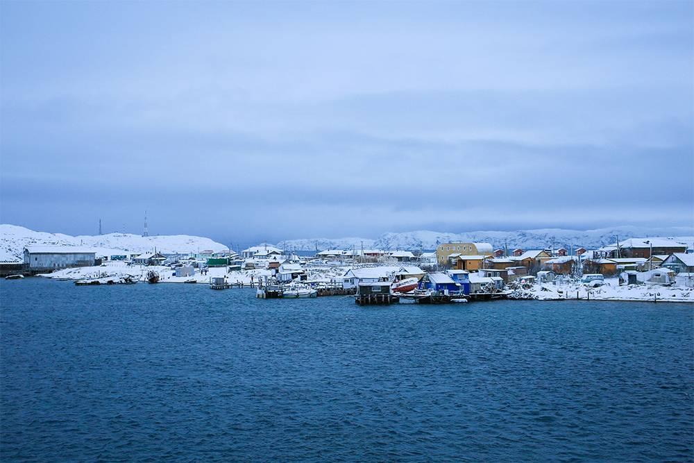 Вид на старую Териберку с места возле кладбища кораблей