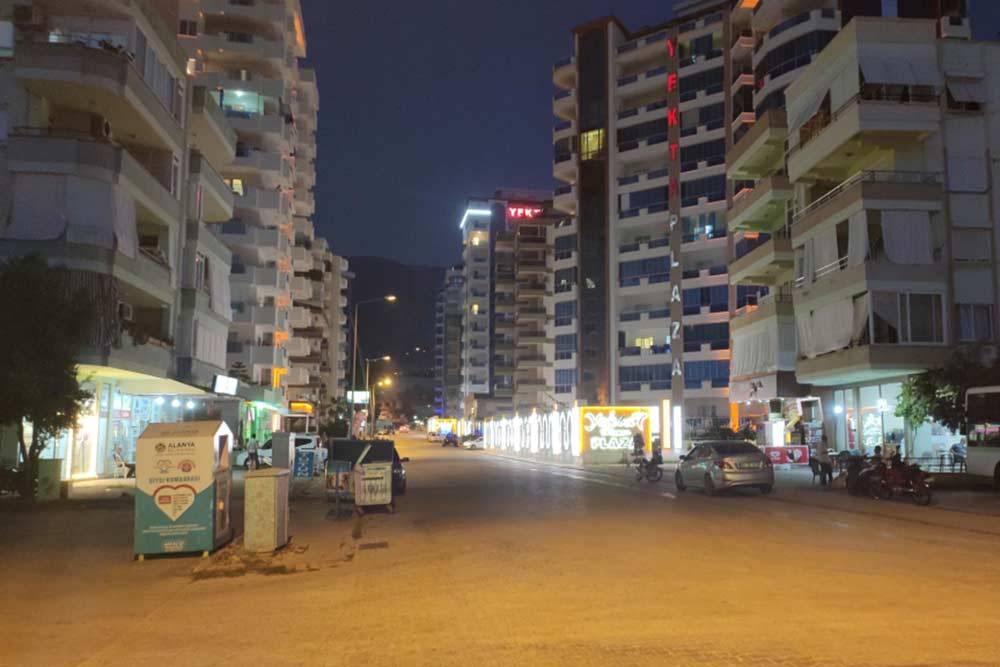 Типичная улочка Махмутлара. Здесь повсюду новые дома имного мелких магазинчиков