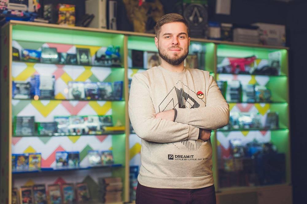 Илья в своем магазине видеоигр