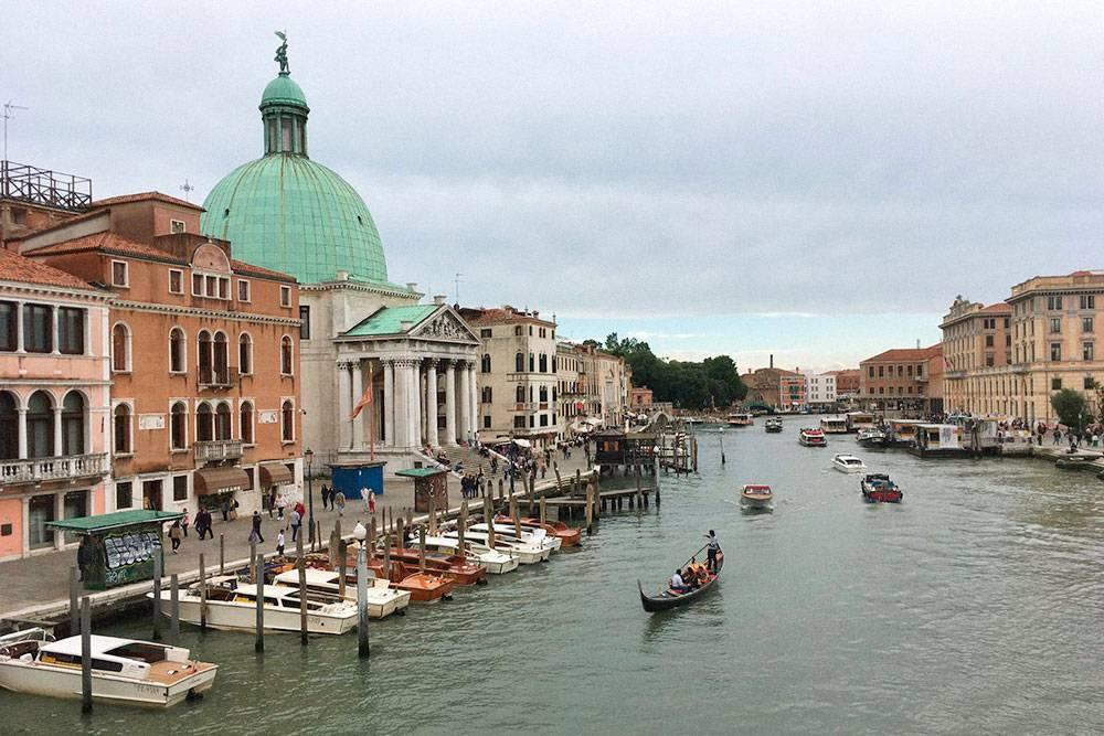 Двести лет назад Гранд-канал выглядел также, только вместо моторных катеров по воде ходили торговые суда
