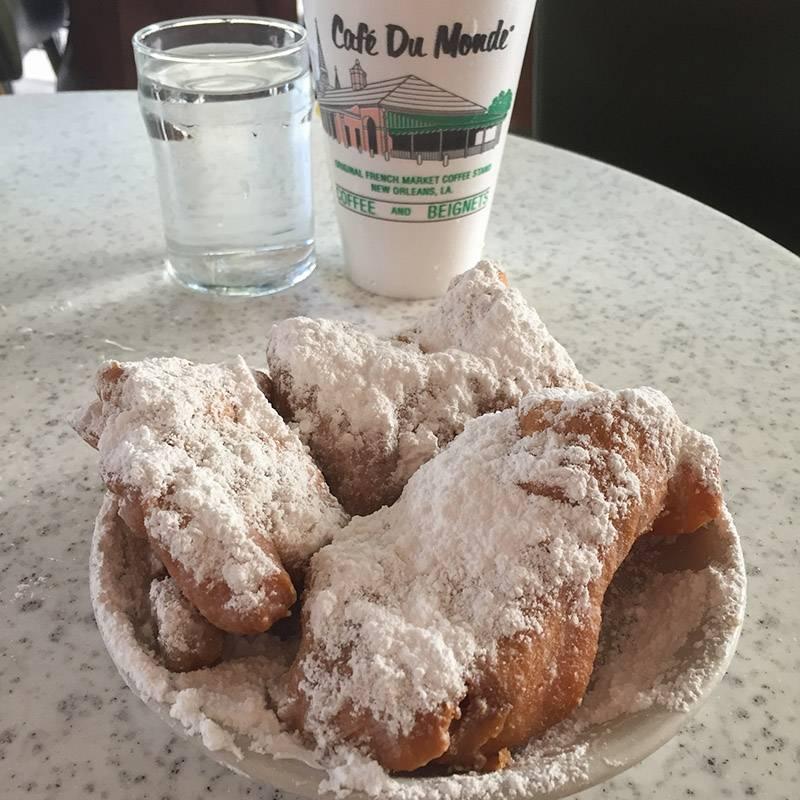 Божественные пончики в кафе Du Monde