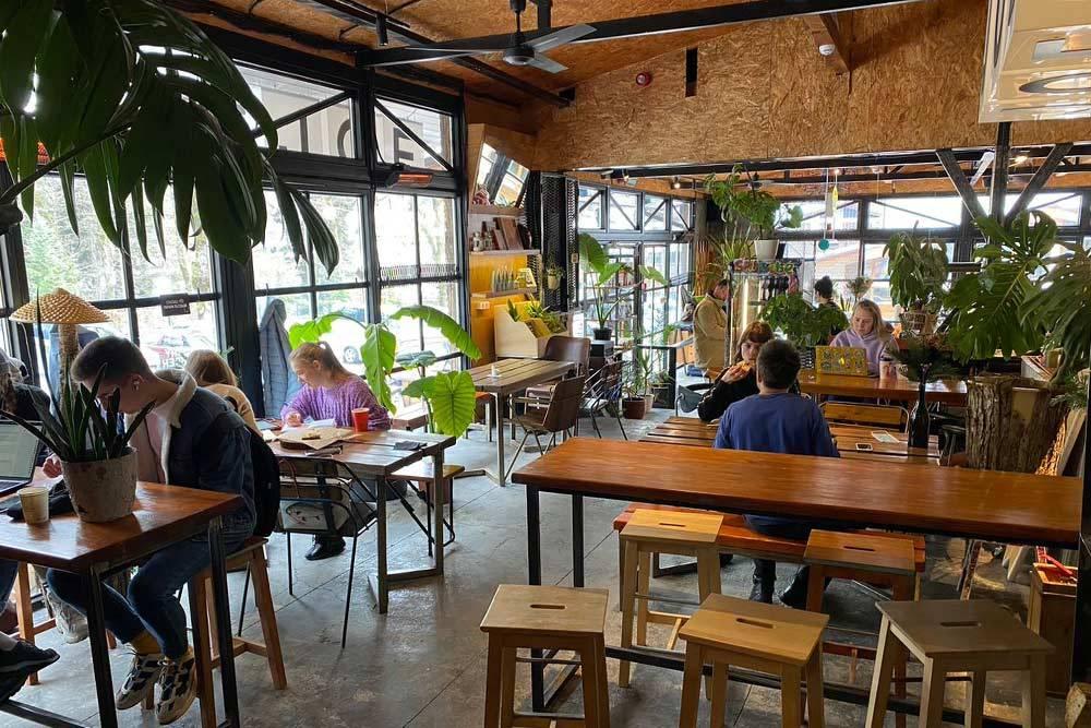 Surf Coffee — кафе-коворкинг и место встречи всех приезжих