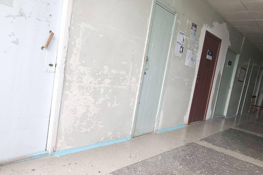 Пустынные коридоры местной больницы