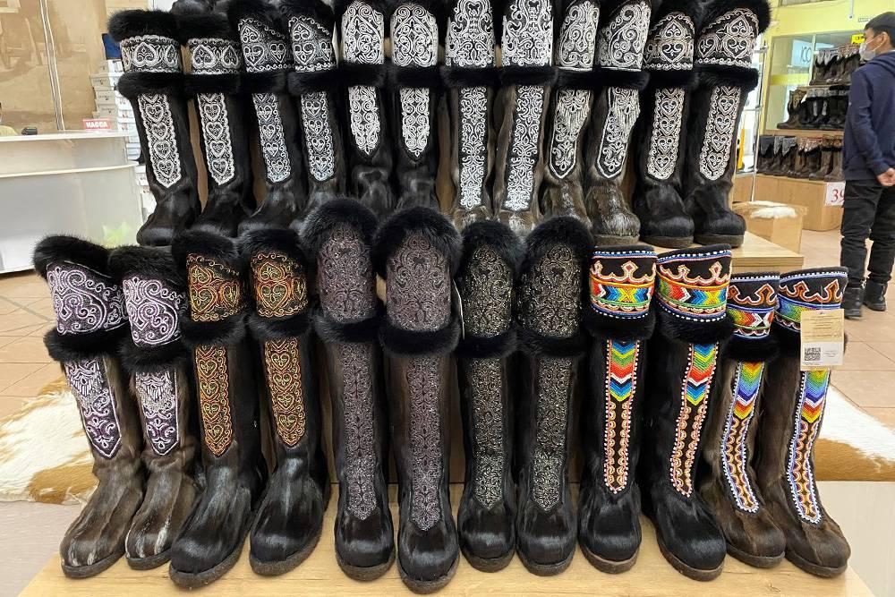 Сапоги торбаза есть в гардеробе почти у всех модниц, с которыми я общался. Носят их нечасто и все размышляют, продать или нет