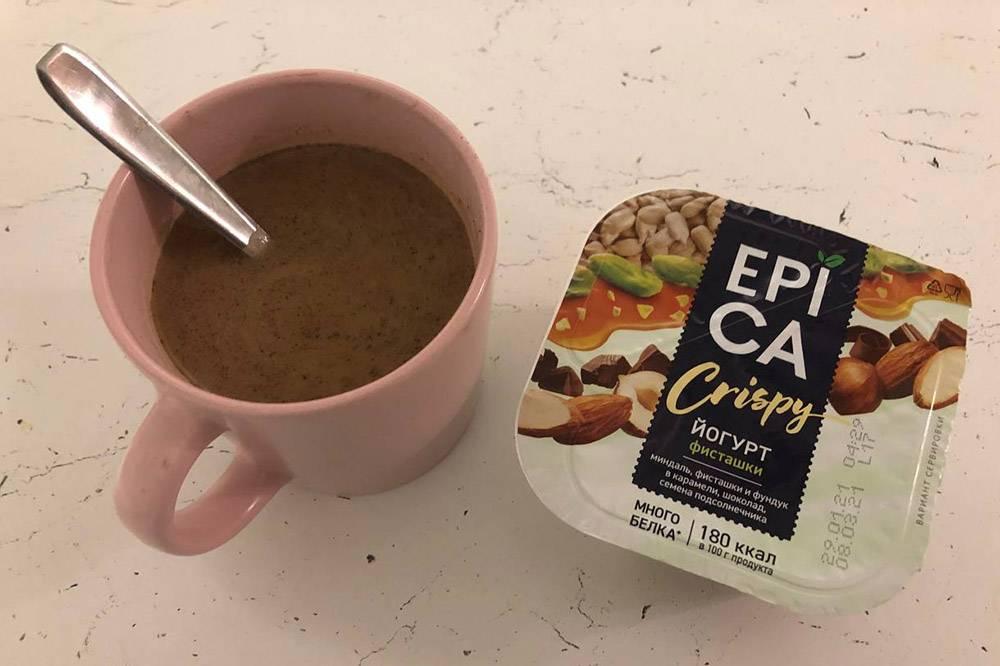 Перекус — кофе и йогурт
