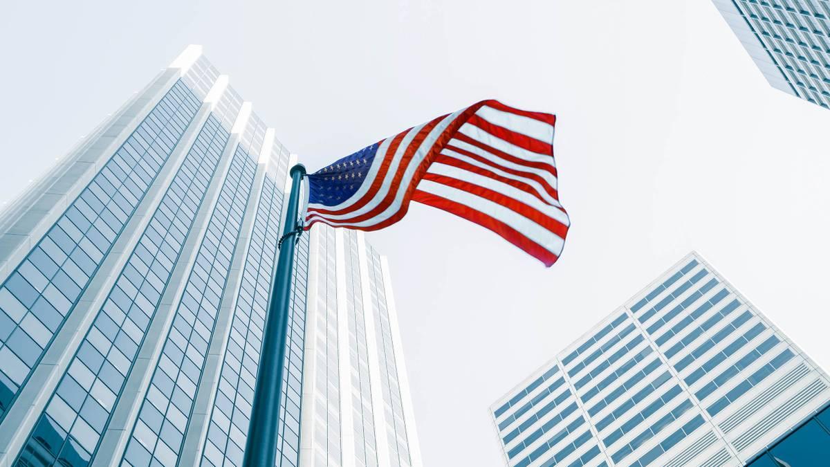 Консульство США в Екатеринбурге перестает выдавать визы россиянам
