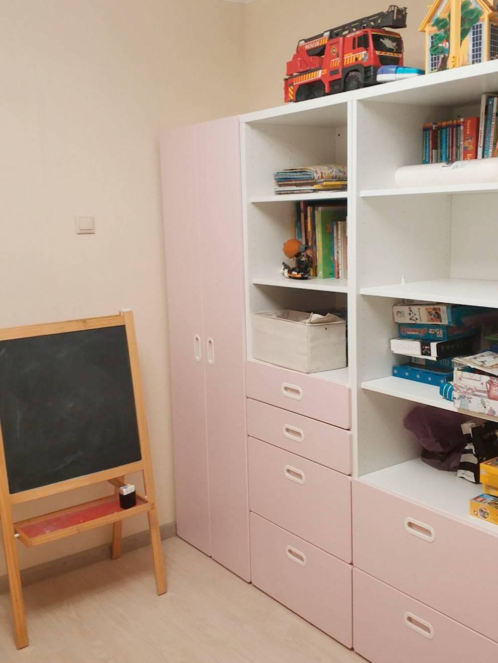 Мебель в детской комнате с местом дляхранения игрушек