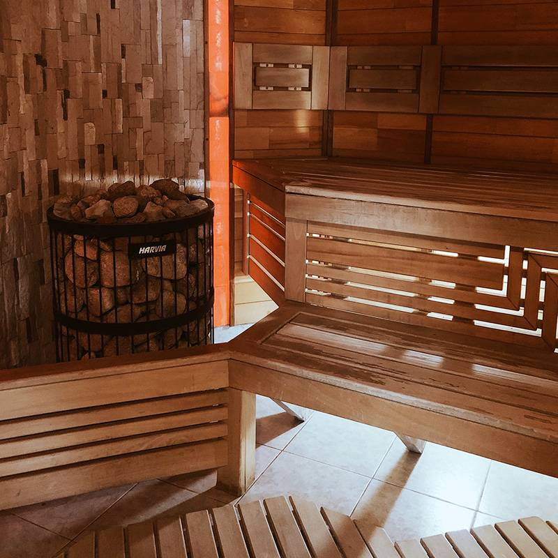 На некоторых базах есть бани и сауны. Источник: volna72.ru