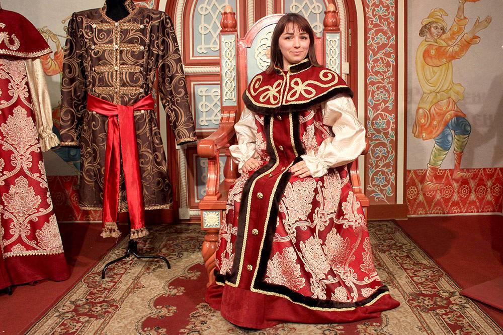 По паспорту туриста мы сделали бесплатные фото в исторических костюмах. Без паспорта фото стоило бы 200 рублей с человека