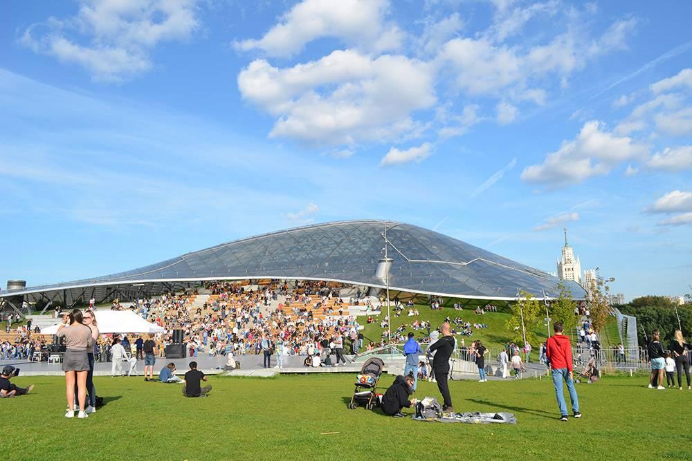 Под куполом Стеклянной коры — огромный сад с микроклиматом. Там можно согреться в холодное время года