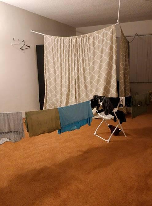 Страшнее квартиры я не видела даже в Индии. Ужасный запах, сырость, жуткий холод, грязное постельное белье