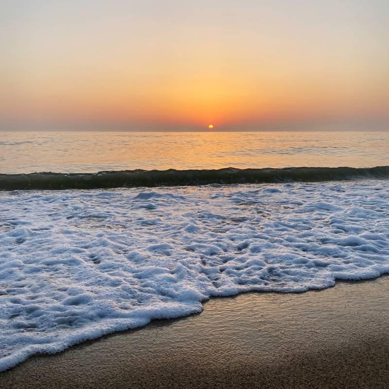 В последний день встретили рассвет на Каспийском море
