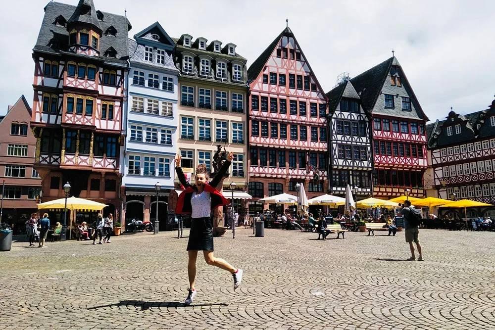 До сих пор не могу нарадоваться старинным баварским постройкам — как будто пряничные домики из сказок братьев Гримм, от которых так и хочется откусить кусочек