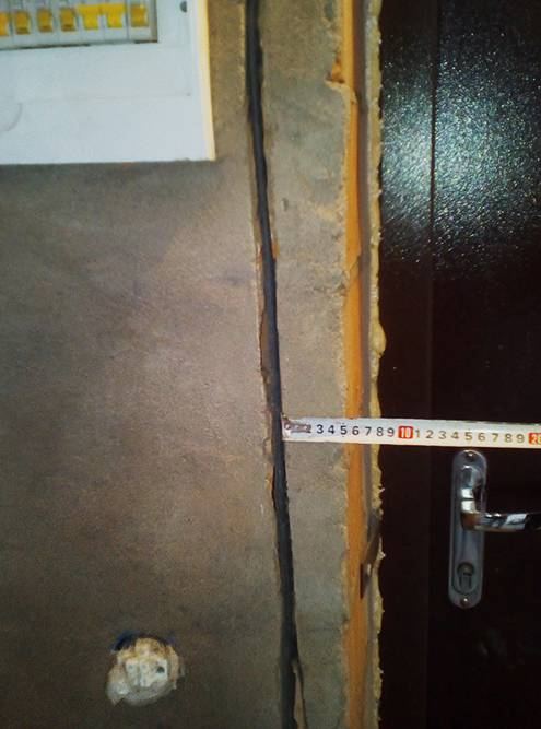 Я фотографировал места, где проходит кабель, чтобы потом случайно не просверлить провод во время ремонта