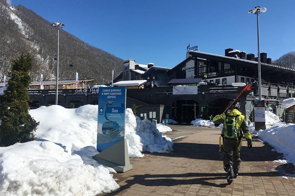 Канатка на «Альпику» находится в 2 минутах ходьбы от вокзала «Роза Хутор»